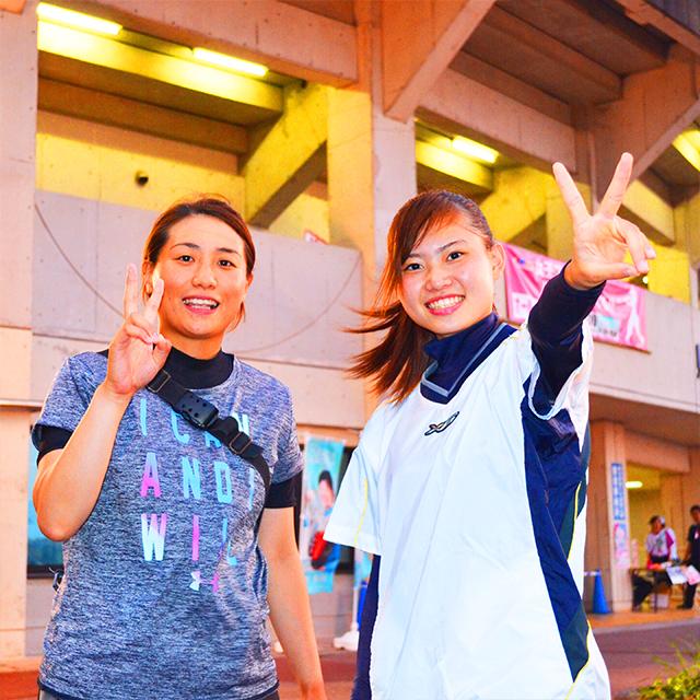 熊本で社会人野球をしているミホさん(左)とリナさん(右)